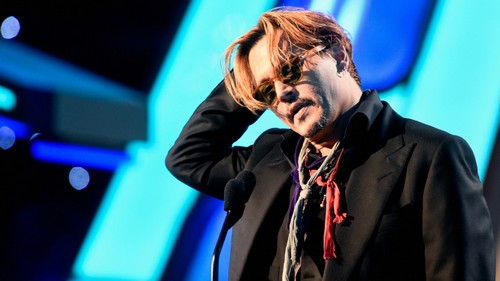 Johnny Depp Drunk at Hollywood Film Awards Gets Cut Off: Upset at Amber Heard Cheating? (VIDEO)