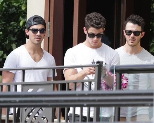 Jonas Brothers BREAK UP - CANCEL TOUR - Report