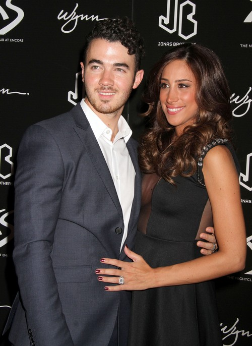 Kevin Jonas And Wife Danielle Jonas Fake Pregnancy For Ratings on Married To Jonas - Report