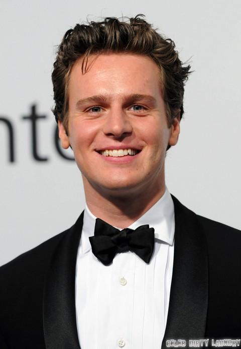 Zachary Quinto's Boyfriend, Glee's Jonathan Groff – Marriage Proposal!