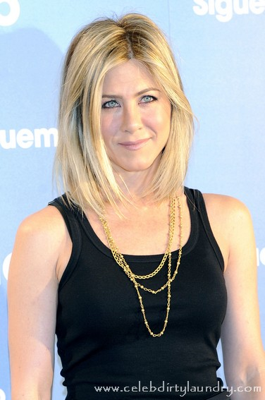 Jennifer Aniston Debuts Her New Shorter Hair Style - Photo
