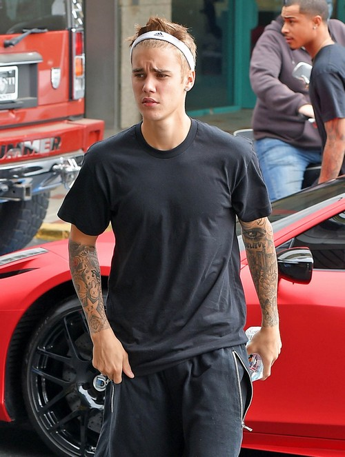Selena Gomez, Justin Bieber Marriage Threat - Break Up or Get Engaged - Justin Flirts With Fans (NEW PHOTOS)