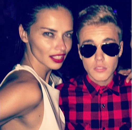 Selena Gomez Shows Justin Bieber and Adriana Lima Bikini Disdain (PHOTOS)