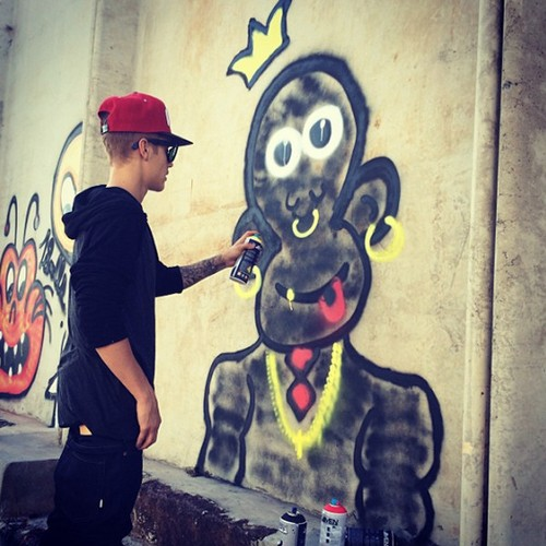 """Justin Bieber's """"Racist"""" Monkey Graffiti in Brazil: Channels his Inner Thug - Locals Outraged!"""