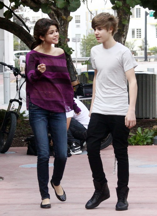 Selena Gomez Dating Justin Bieber: SelGo Begs Biebs For Valentine's Day Date – Alone On Romantic Holiday?