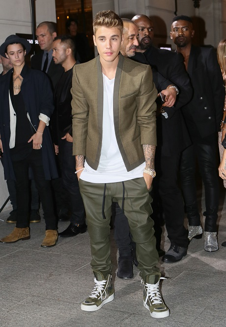 Selena Gomez Chases Justin Bieber To Paris After He Was Spotted Dating Kendall Jenner!