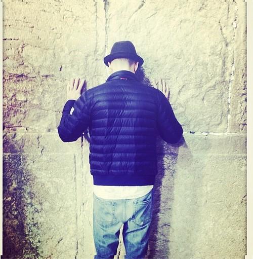 Justin Timberlake Prays at Western Wall In Jerusalem - Shows Solidarity With Israel and Jews - Receives Anti-Semitic Anti-Israel Backlash