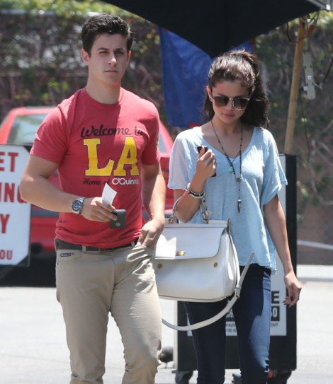 Selena Gomez Dating David Henrie, Moving On From Justin Bieber (PHOTOS) 0609