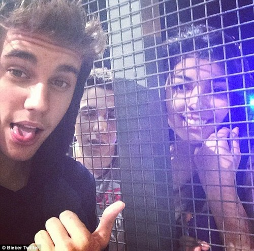 Justin Bieber Steals Bicycle From Palms Casino Security In Vegas (VIDEO)