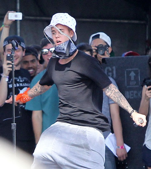 Justin Bieber Detained at LAX: Arrested, Deported, Drugs, Refused Entry to USA - Update - Biebs Released