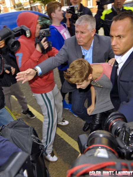 Justin Bieber Fights With The Paparazzi Again – What Is Becoming Of Him?