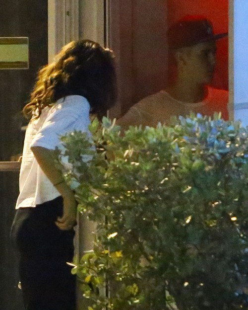 Justin Bieber Obsessed With Sex, Selena Gomez Thinks He's Fascinated by Strippers and Hookers?