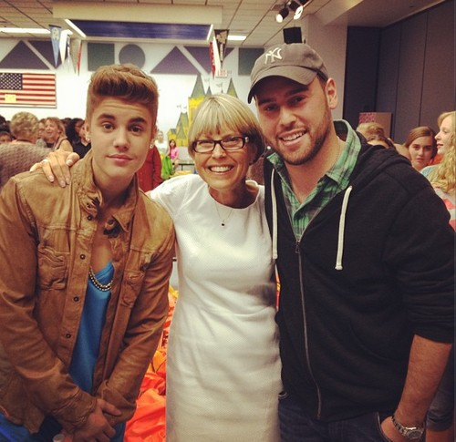 Justin Bieber Back To Whitney Elementary School – Can He Graduate At Last? (PHOTOS)
