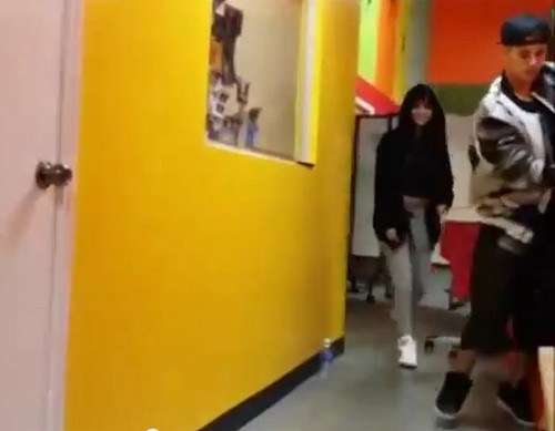 Justin Bieber And Selena Gomez Together in Dance Studio: Collaboration Song Duet On The Way (VIDEO)