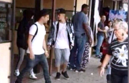Justin Bieber and Selena Gomez Starbucks Hook Up in Hidalgo, Texas For Hot Make Out Session (PHOTO - VIDEO)