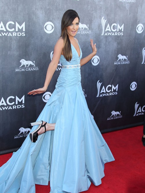 Taylor Swift Hates Kacey Musgraves - Jealous of Pretty New Star? (PHOTOS)