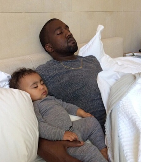 Kim Kardashian Posts Loving Pic Of Kanye West And North West - Tries To Solve Backlash For Abandoning Her Child! (PHOTO)
