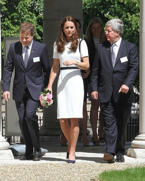Kate Middleton Gets Bare Bum Guarded and Up-Skirt Censored by Queen Elizabeth at National Maritime (PHOTOS)