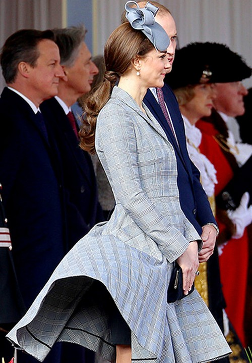 Kate Middleton: Pregnant Baby Bump Red Carpet Pics After Underwear Wardrobe Malfunction and Action on Addiction Gala Pics (PHOTOS)