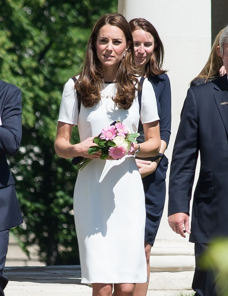 Kate Middleton Looking Fashionable and Fabulous - Wants Prince George to Sail! (PHOTO)