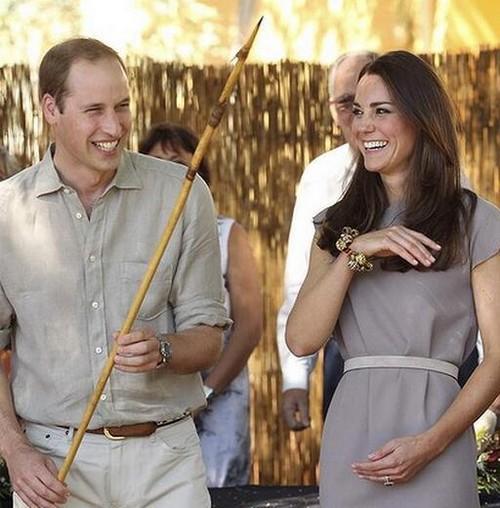 "Kate Middleton Continues Australia Tour To Ayer's Rock As ""Modern Princess Diana"" - SEE NEW PICS (PHOTOS)"