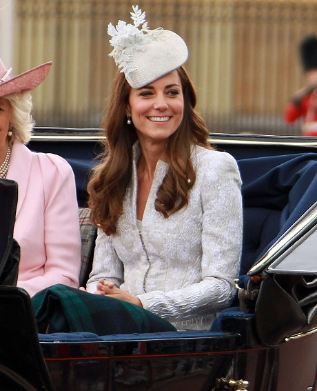 Kate Middleton at Queen Elizabeth's 88th Birthday Celebration: Smiling and Stunning Pics -Trooping the Color Parade (PHOTOS)