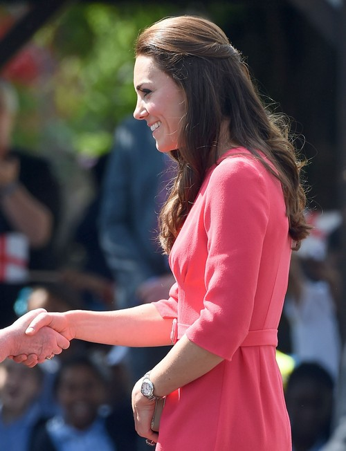 Kate Middleton Pregnancy Rumors Persist - Duchess of Cambridge New Photos Hiding Baby Bump - Prepares Move To Sandringham?