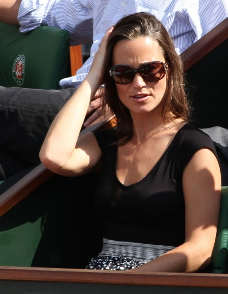 Pippa Middleton Banned From Charity Event, Palace Fears She's More Popular Than Queen Elizabeth 0618