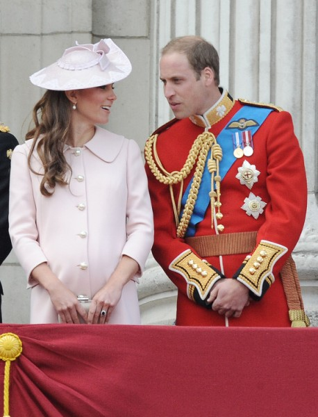 Kate Middleton In Labor? Prince William and Standby Helicopter Are Missing! 0712