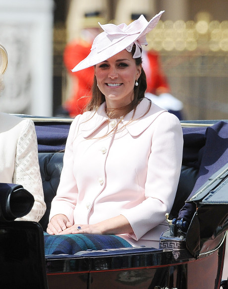 Kate Middleton Baby Boy or Baby Girl? The Queen MUST Be Told First!