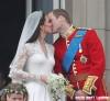 Prince William & Kate Middleton's Balcony Kiss (USA & OZ/NZ ONLY)