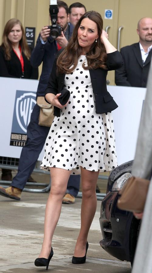 Kate Middleton and Queen Elizabeth Battle - Modern Duchess Breaks the Rules