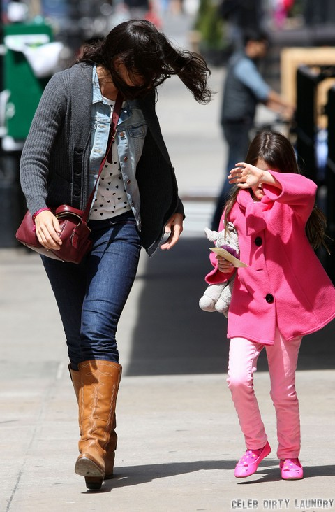 Katie Holmes Acting Like Crazy Mom, Bans Other Parents From Taking Pictures Of Suri
