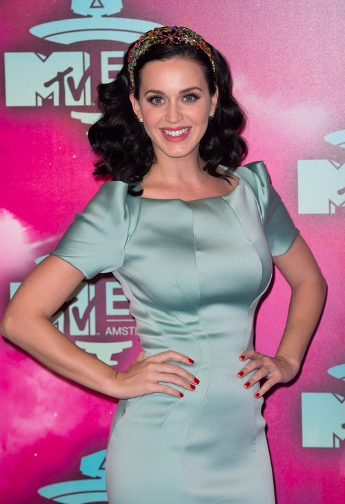 Katy Perry Engaged To John Mayer? Sparks Rumors By Wearing Possible Engagement Ring To EMA Awards (PHOTO)