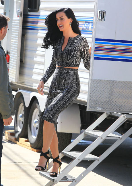 Katy Perry Choosing John Mayer Over Robert Pattinson: Better Sex Life?