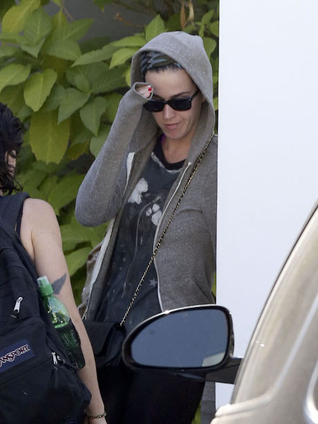 Katy Perry Makes Her Alliance to Robert Pattinson Known -- Now Kristen Stewart's Sworn Enemy!
