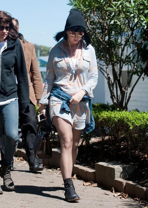 Katy Perry Threatens Miley Cyrus Butt Spanking After Tongue Slut John Mayor Insults