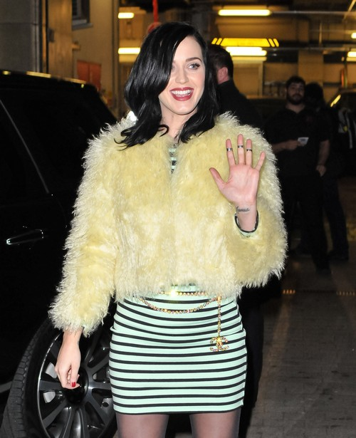 Is Katy Perry Pregnant - Check Out The Baby Bump Photos