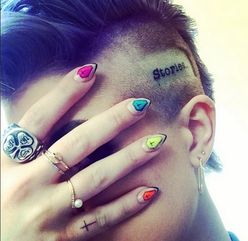 Kelly Osbourne Tattoos Head With 'Stories' - She Can't Get Any Uglier - Sharon Disgusted (PHOTO)