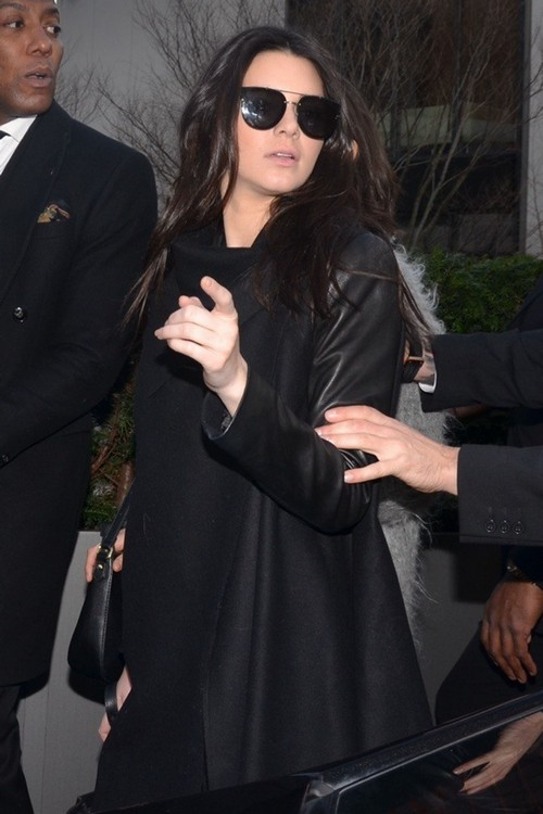 Kim Kardashian Jealous Of Kendall Jenner's Modeling Career - Plans To Sabotage It? (PHOTOS)