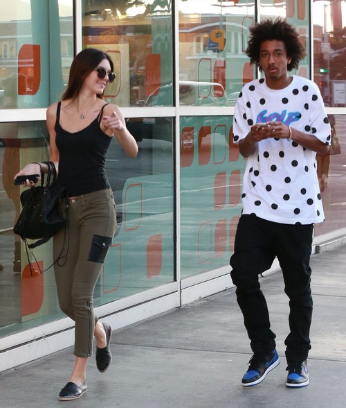 Kendall Jenner Steps Out With Mystery Man While Shopping In Beverly Hills (PHOTOS)