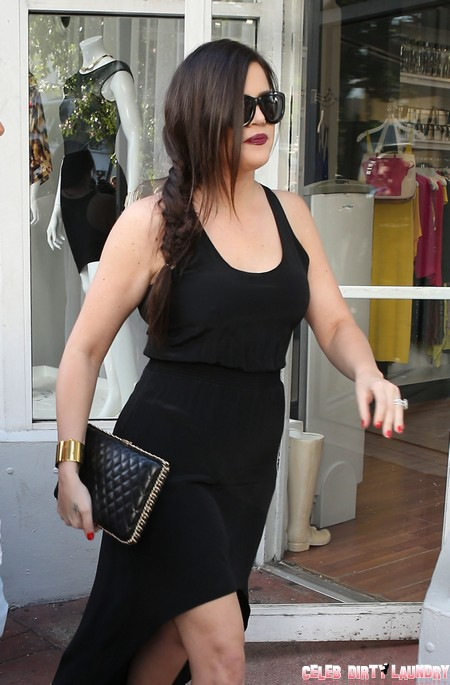 Kourtney And Khloe Kardashian Shop In Miami