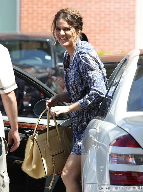Khloe Kardashian Crotch Shot Wardrobe Malfunction - PHOTOS HERE