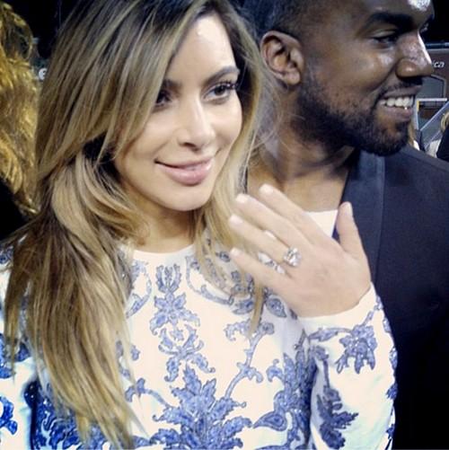 Kim Kardashian and Kanye West Engaged - See The 15 Carat Diamond Engagement Ring (PHOTO)