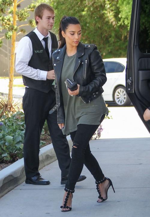 Kim Kardashian Pregnant: Accidentally Admits To Second Pregnancy on Twitter? (PHOTOS)