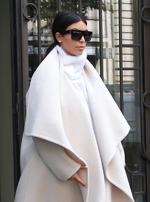 Kim Kardashian Pregnant: Second Child Baby Bump Cover-Up? (PHOTOS)