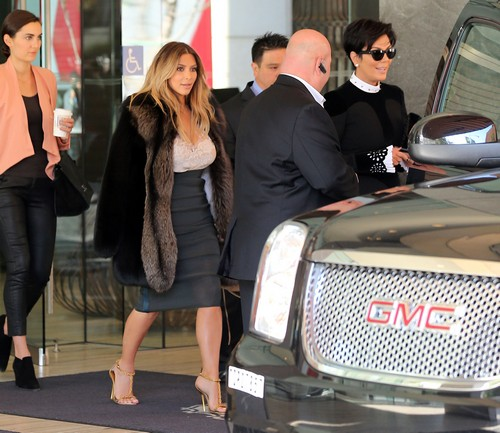 Kim Kardashian And Kris Jenner Marriage Prenup: Demand $10 Million Cheating Clause From Kanye West