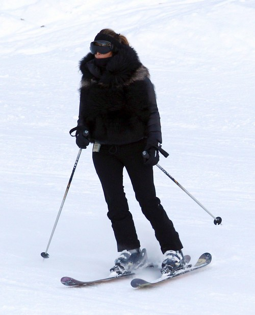 Kim and Kourtney Kardashian Skiing In Utah With Kanye West And Gang (PHOTOS)