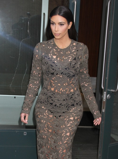 Kim Kardashian Goes To Dinner With Anna Wintour And Kanye West In Her Underwear (Photos)