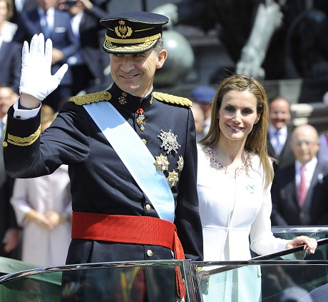 King Juan Carlos Officially Abdicates From Throne: See Pics Of Queen Letiza and New King Felipe's Coronation Ceremony HERE! (PHOTOS)